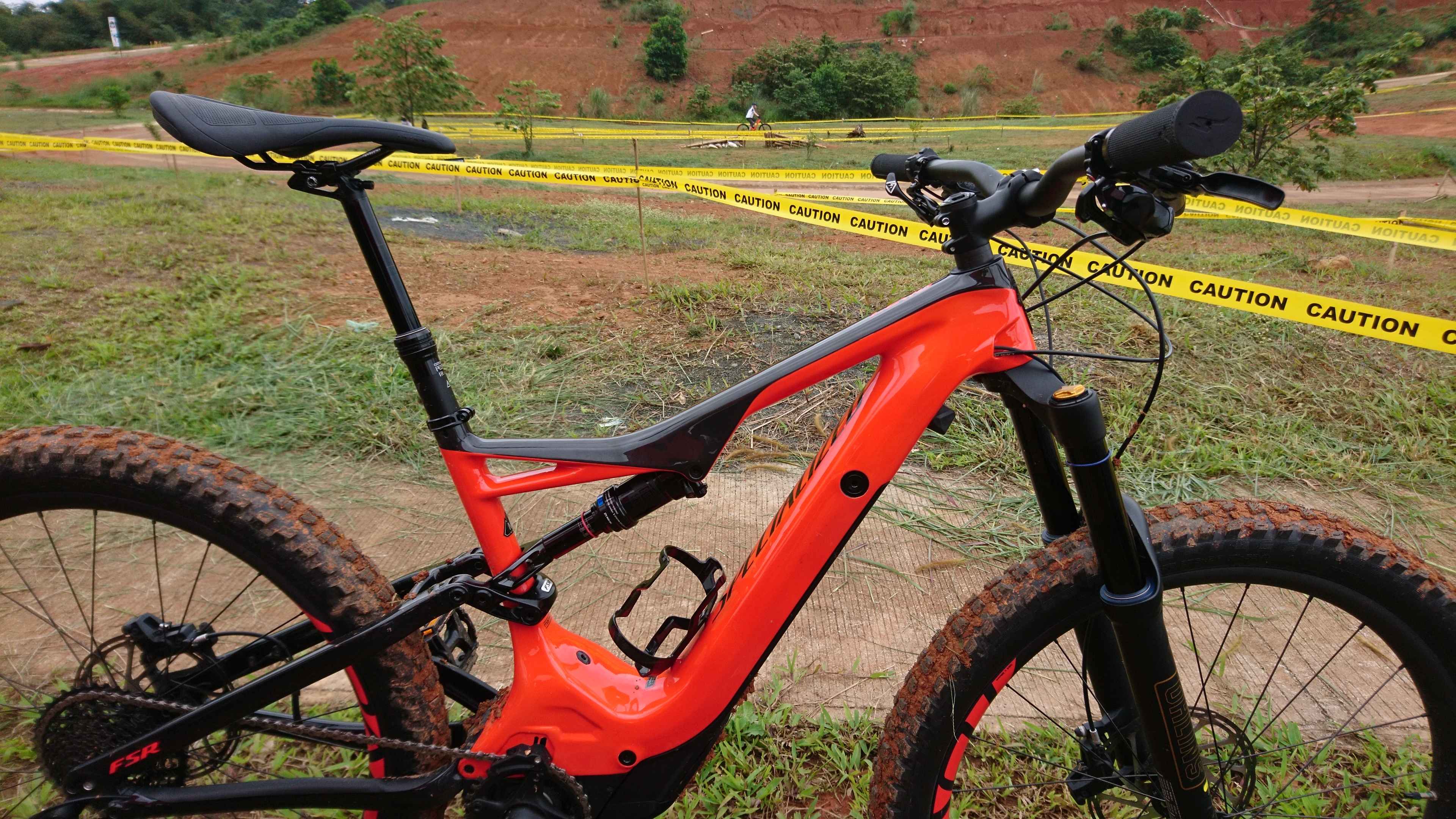 specialized levo e mountain bike reviewvalleybikes live. Black Bedroom Furniture Sets. Home Design Ideas